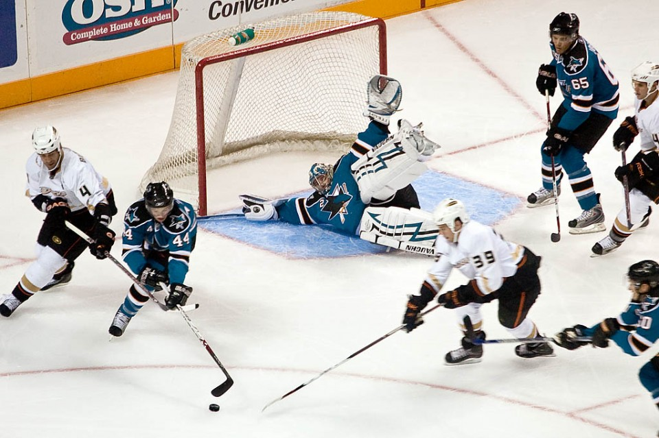 Ice_Hockey_sharks_ducks-960x639.jpg
