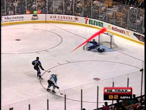 Divoké devadesátky přinesly NHL podivný svítící puk, ale taky informace o rychlosti střely